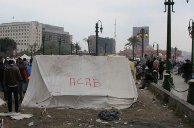 Ultras κατασκηνώνουν στην πλατεία Ταχρίρ