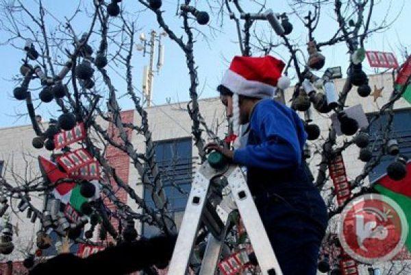a1sx2_Thumbnail1_bethkehem.Canisters-Decorate-Bethlehem-Xmas-Tree.jpg