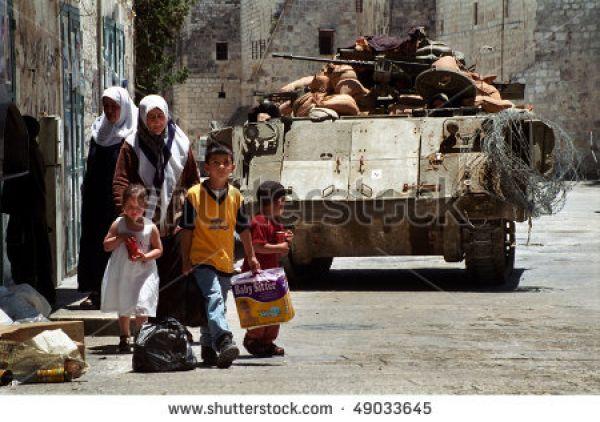 a1sx2_Thumbnail1_bethlehem-walk-near-an-israeli-tank-49033645.jpg
