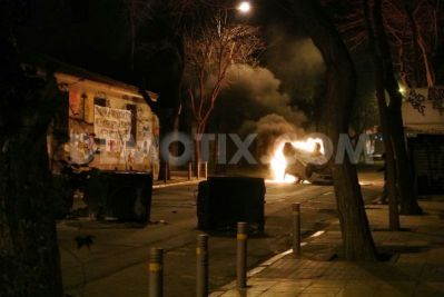 b2ap3_thumbnail_1426639868-rioting-follows-anarchists-demonstration-in-athens_7140122.jpg